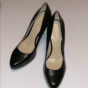 Nine West Regolar Black Leather Pumps